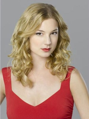 Emily VanCamp... Loved her in Everwood and now Revenge