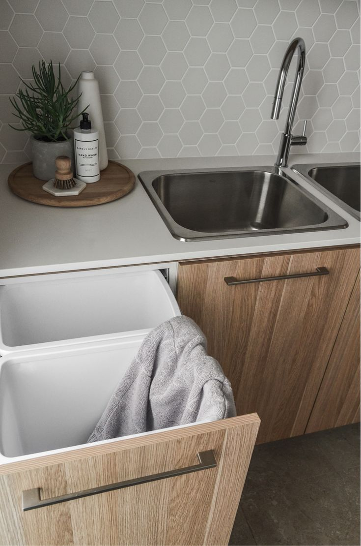 Designing the ultimate laundry, all the tips and tricks you need! Hexagon tile splashback is an understated choice, adding a hint of luxe while still being affordable