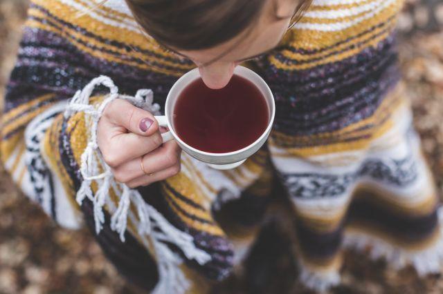 Bardzo bym chciała czasem sobie z Wami porozmawiać, zatem dziś felieton znad filiżanki kawy. No prawie jakbyśmy razem siedzieli  sobie na mojej kanapie. Zapraszam! http://www.zawszeokrokprzedastma.org/jesien/ #astma #alergia #jesień #fundacja #zawszeokrokprzedastma #herbata