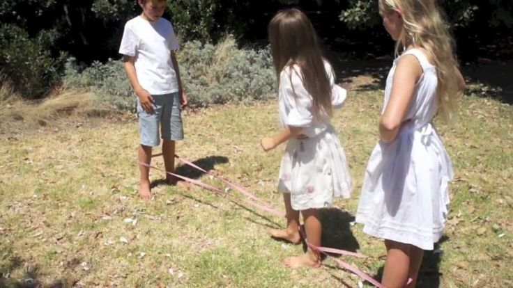 Elastics Moves by Skipping Pebbles