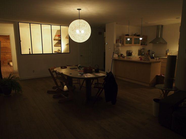 """==Maison passive Ozalée== Plancher DAVA - Hickory fini huilé teinte""""moisson"""" Verrière en métal noire faite maison Luminaire suspendu fait maison (2km de fil de coton et colle à tapisserie)"""