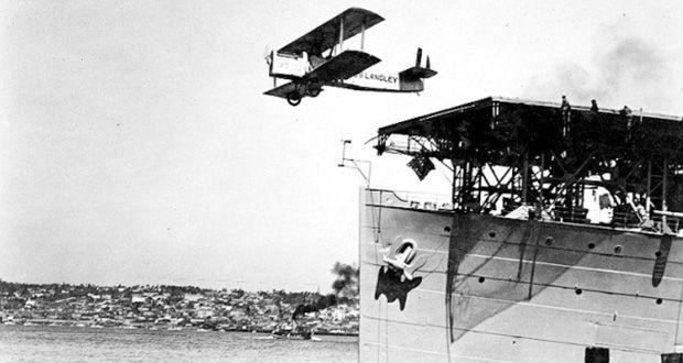 Pierwsze lotniskowce powstały podczas I wojny światowej. nie były to najbardziej udane okręty i nie wyglądały tak jak dzisiejsze. Mimo to, zmieniły wygląd walk na morzu.