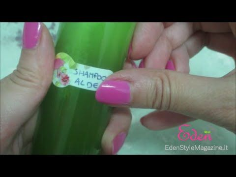 Video tutorial che spiega come fare a preparare uno shampoo fai da te a base di aloe. Ricetta semplice ed efficace adatta ai capelli normali e grassi. L'aloe...