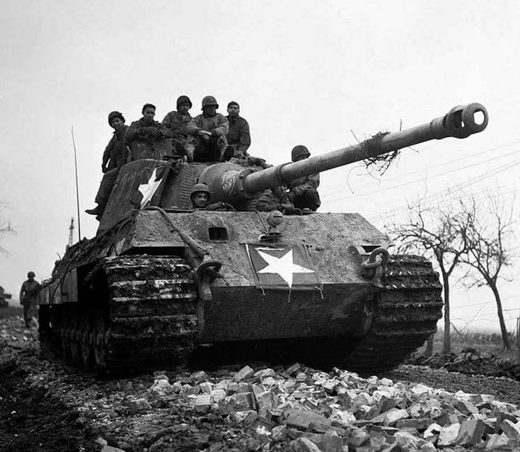 American soldiers use a captured German Tiger II tank from the Schwere Panzer Abteilung 506, 15 December 1944