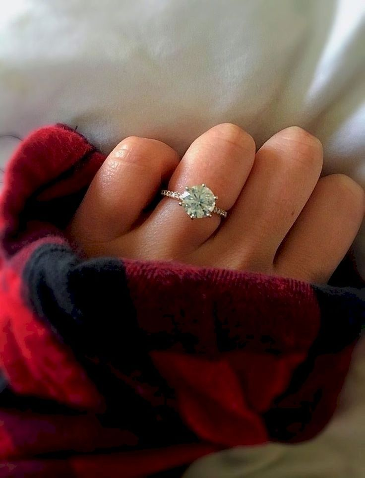 Awesome 35 Simple Engangement Ring For Girls Who Love https://stiliuse.com/35-simple-engangement-ring-girls-love