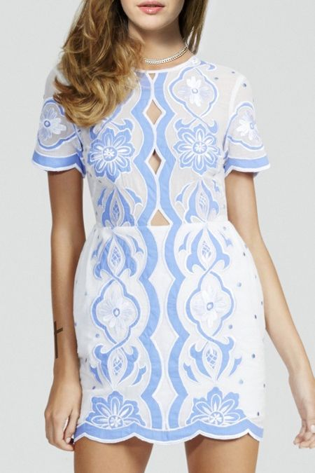 Embroidered Blue and White Dress perfect for a beach wedding guest #weddingguest #outfitidea
