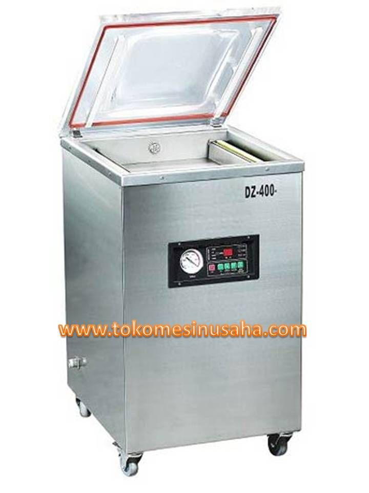 Mesin Vacuum Packaging adalah mesin yang digunakan untuk mengemas produk dengan cara vakum atau menghilangkan udara. Kegunaan dari menghilangkan udara agar produk makanan dapat bertahan lebih lama. Spesifikasi :  Tipe                            : DZ 400  Power                         : 1500 W  Daya                           : 220 V / 50 Hz  Kapasitas                  : 20m³/ jam  Ukuran ruang            : 44 x 42 x 7,5 cm  Dimensi mesin          : 56 x 50 x 105 cm
