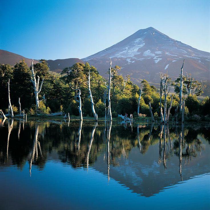 Lago Captren y Volcan LLaima