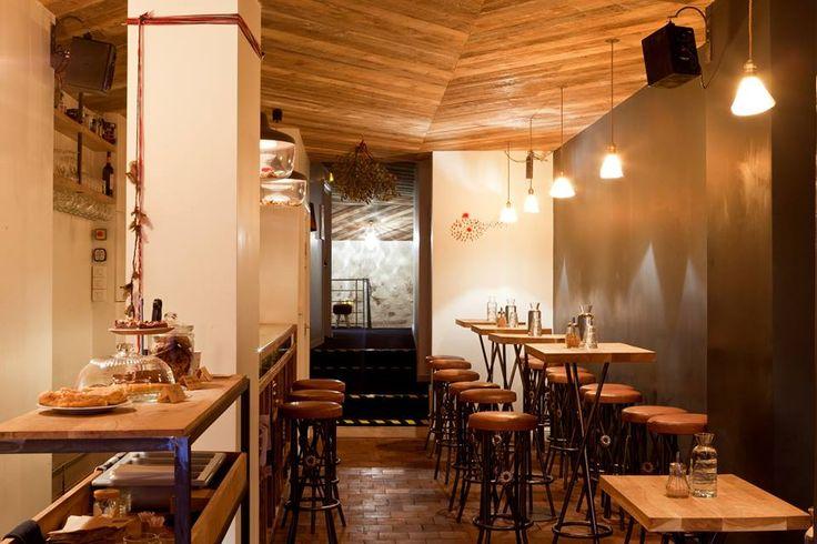 LOCKWOOD 73, rue d'Aboukir 75002 Paris Métro : Bonne Nouvelle / Sentier Horaires : du lundi au samedi de 8h à 2h Tarifs :Verres de vin 5-6 €, cocktails 7-13 €, plats 5,50 à 7,50 €, café 2,5…