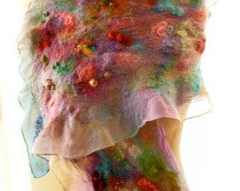 Als u deze nuno voelde sjaals heb bewonderd en wil graag een van uw eigen, is hier uw kans! Inbegrepen in de kit is: hand geverfd zijden chiffon sjaal, 22 x 90 hand geverfde wol roving hand geverfd wol sloten hand geverfd zijde hand geverfd mohair roving instructies Noppenfolie is niet inbegrepen Heb je een mooie pret en flirty sjaal! Deze kit is voor de 22 x 90 maar ik heb ook beschikbaar 11 x 60 en 11 x 90. Geef kleur bij het bestellen. Hier zijn enkele om uit te kiezen: paars/groen&#x...