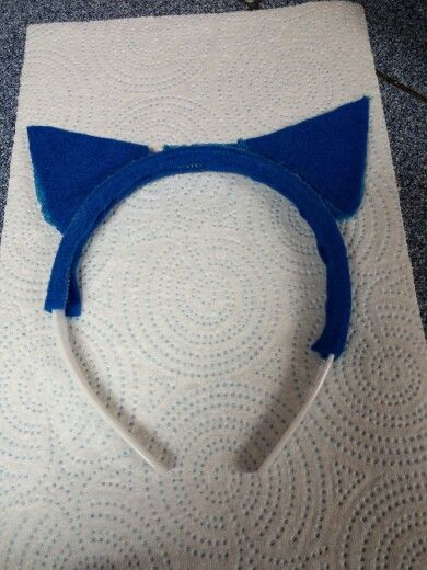 Pete the Cat ears made with felt, headband, and pipe cleaners. #kcreech09
