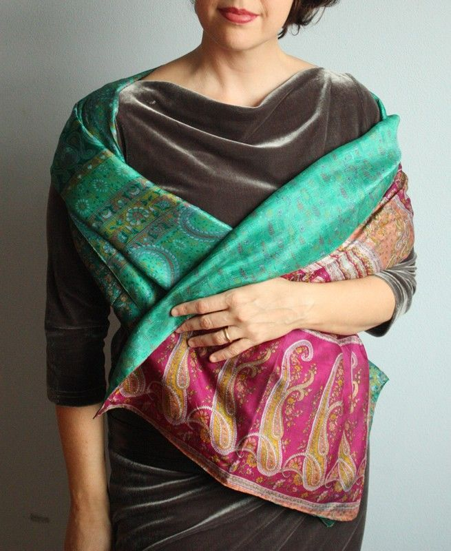 Stola realizzata con tessuti di seta presi da sari indiani. Doublefaces.