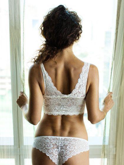 Das perfekte Hochzeitskleid ist DERKleinmädchentraum fast allerFrauen. Aber auch die Unterwäsche sollte dazu passen. Wir haben die perfekte Auswahl für Brautunterwäsche.