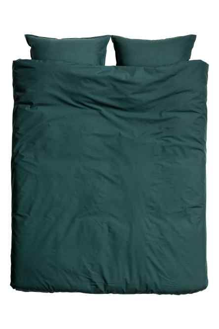 Cotton duvet cover set: Single duvet cover set in fine-threaded cotton in 30s yarn with a thread count of 144. One pillowcase.