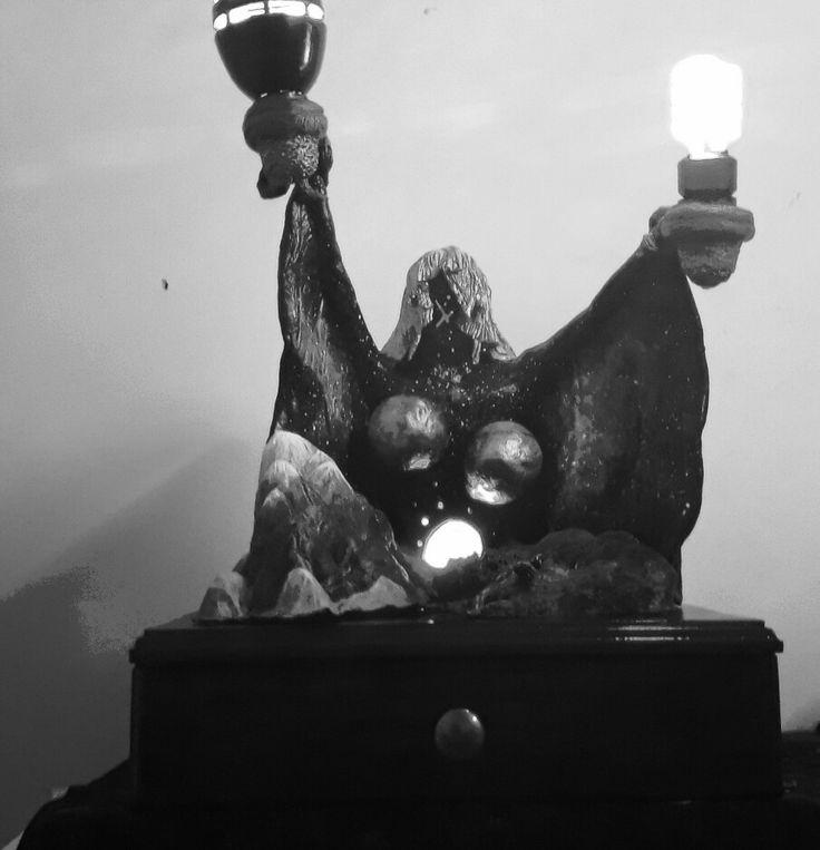 Lámpara de cerámica en frío con cajón.