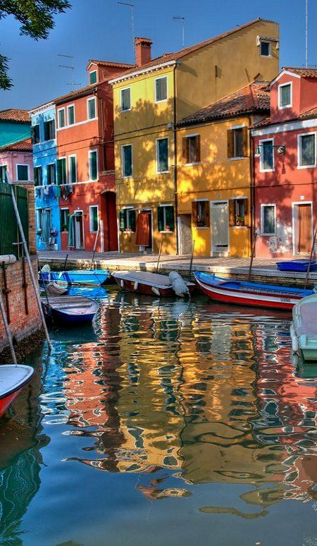 "Burano (Venice), Italy (by Herve ""Setaou"" BRY on Flickr), province of Venezia Ailleurs communication, www.ailleurscommunication.fr Jeux-concours, voyages, trade marketing, publicité, buzz, dotations"