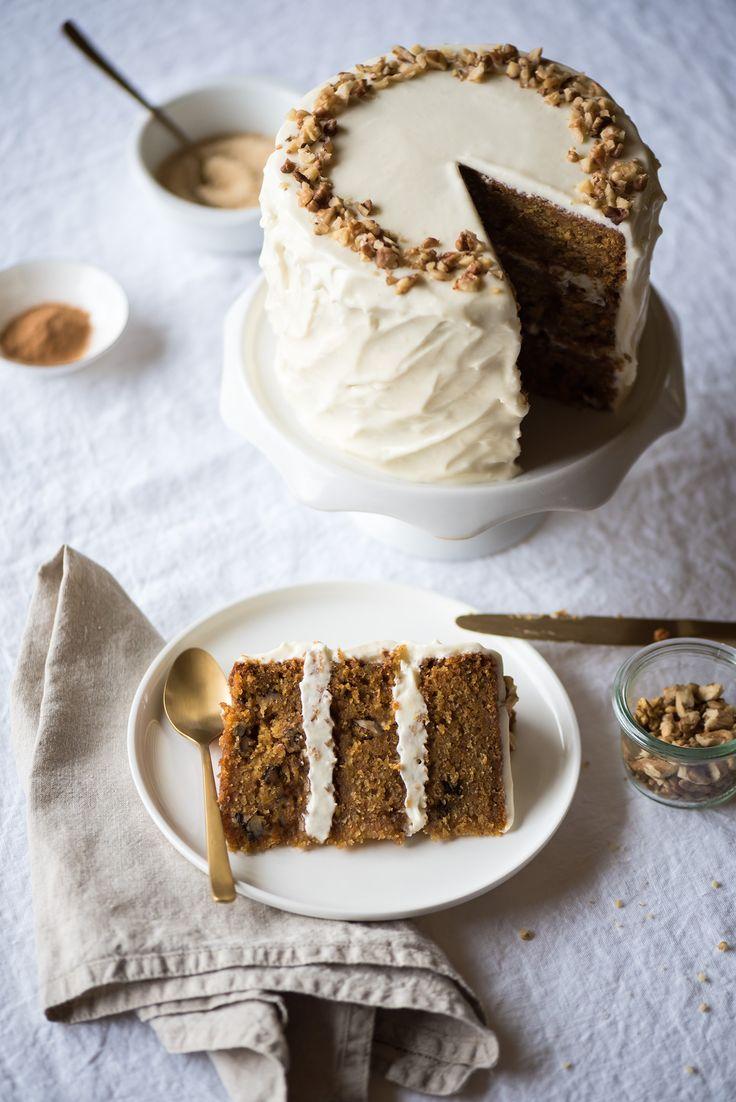 Le carrot cake, un de mes layer cakes favoris ! On est tous fan de sa texture moelleuse un peu humide et de ses épices chaleureuses, cannelle et muscade...