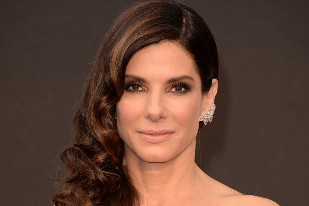 Sandra Bullock Favorite Things Height Weight Biography.Sandra Bullock wiki, Measurements, Biceps, Waist, Cheast, Net worth, shoe size, body statistics.