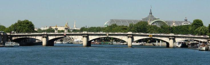 Le Pont de la Concorde relie le 7e ( la Chambre des Députés) au 8e ( la place de la Concorde).