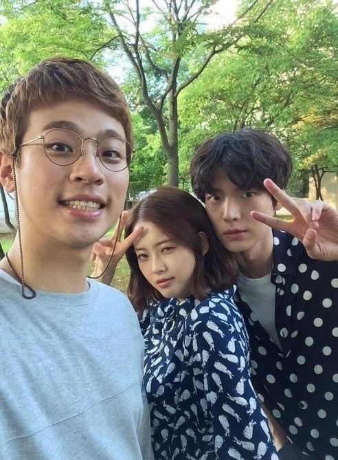 ' You're All Surrounded ' Park Jung-Min, Go Ara, Ahn Jae-Hyeon  selca cast #kdrama
