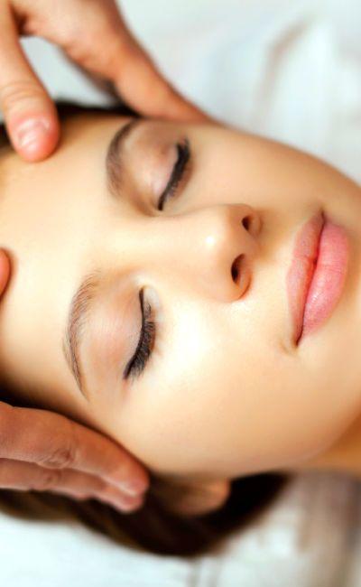Luksusbehandling er for han og henne som fortjener noe ekstra. Behandlingen inkluderer både ansiktspleie og en rygg- og nakkemassasje og er herlig avslappende. Perfekt for par som har alt.