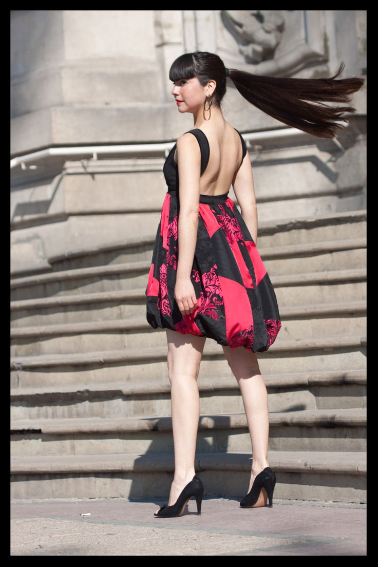 Vestido globo patchworks rojos y negros.