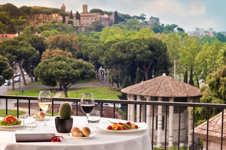 Lunch with view on Ancient Rome!