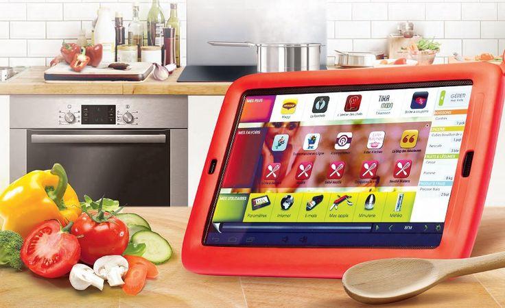 tablette_et_coque_sur_table_de_cuisine