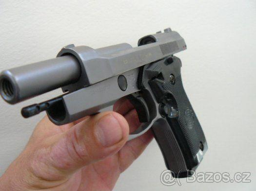Plynová pistole Ekol special 99 FUME 9mm x BONUS NOVÁ - Plynová pistole Ekol Special 99 Fume 9mm Je tvarově nejvěrnější kopií reálného modelu BERETTA 85. Pistole je vybavená pojistkou pro zajištění proti nechtěnému výstřelu. Tato pistole může být použitá pro používání jak signálního střeliva, např. pro výcvik psů, různé teatrální vystoupení, tak i pro Vaší obranu. Jelikož se jedná o repliku zbraně, pistole může být také ozdobou Vaší sbírky. Tato pistole je neprodávanější zbraní vůbec. Neni…