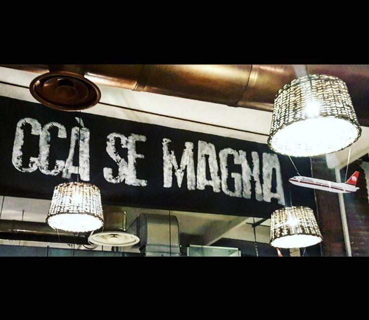 """Ccà se magna"" #rossopomodoro #colonne #colonnedisanlorenzo #milano #milan #milanodavedere #milanodavivere #milanocity #milanocityofficial #ristorante #pizzeria #pizzerianapoletana #pizza #pizzanapoletana #compleanno #birthday #happybirthday #auguripatata #auguripolpetta #amorimiei #instagood #instapic #photo #frasi #sogood by francy_frattini"
