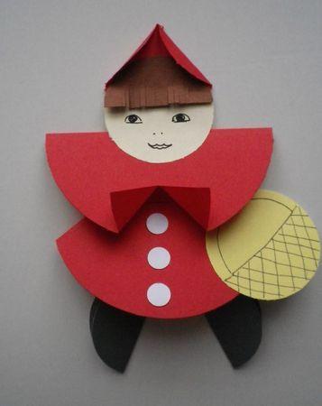 petit chaperon rouge avec des ronds découpés