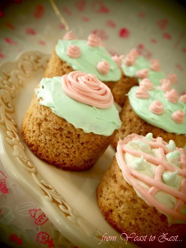 Rose petal cupcakes... | Sweet life... | Pinterest
