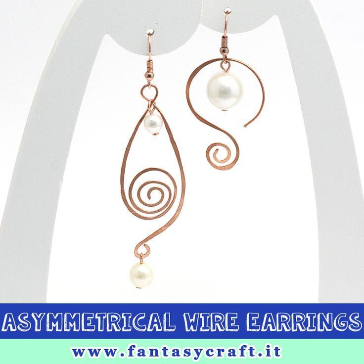 Elegant idea: asymmetrical copper wire earrings with pearl. #fantasycraft
