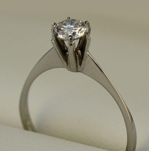 Inel de logodna diamant rotund - Artofdiamonds.ro http://www.artofdiamonds.ro/inele-de-logodna-1/inele-de-logodna-cu-diamant/inel-de-logodna-diamant-rotund #diamante  #ineledelogodnacudiamant #inelcudiamant #diamonds #diamondengagementrings #diamondrings