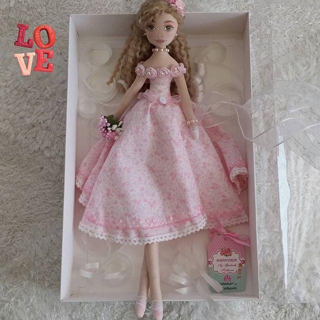Güle güle güzel kızdünyalar tatlısı ailene şans ve mutluluk getir! @n.s.d_dizayn  #baby#babydoll#clothdoll#bezbebek#artdoll#fabric#fabricdoll#handmade#handmadedoll#elyapimibebek#elemegi#dikis#sewing#dekor#decoratif#toys#barbiedoll#decoration#gift#hediye#pink#pinkdress#tildadolls#tildabebek#mydolls#hobby#instahobby#pink#pembe#artdress#dresses