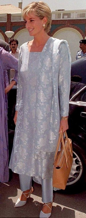Diana with the original version of the D-Bag, (a tote that was name after her) in Lahore, Pakistan, in 1997