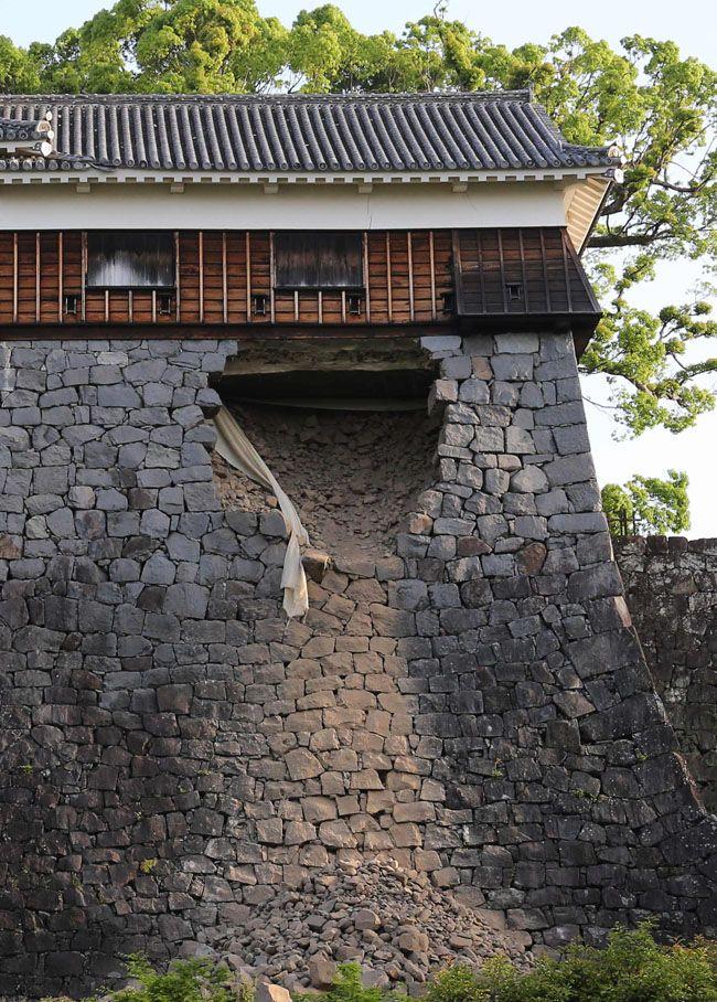 地震で崩落した熊本城の石垣(熊本市内)