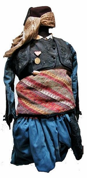 A costume that belonged to Demirci Mehmet Efe (1883-1961), from Pirlibey köyü, near Nazilli (Prov. Aydın).  He was a prominent member of the 'Kuva-yi Milliye' (Nationalist Forces, which refers to the irregular Turkish militia forces in the early period of the Turkish War of Independence). The costume dates from ca. 1925. (Askeri Muzesi/Military Museum, Istanbul).