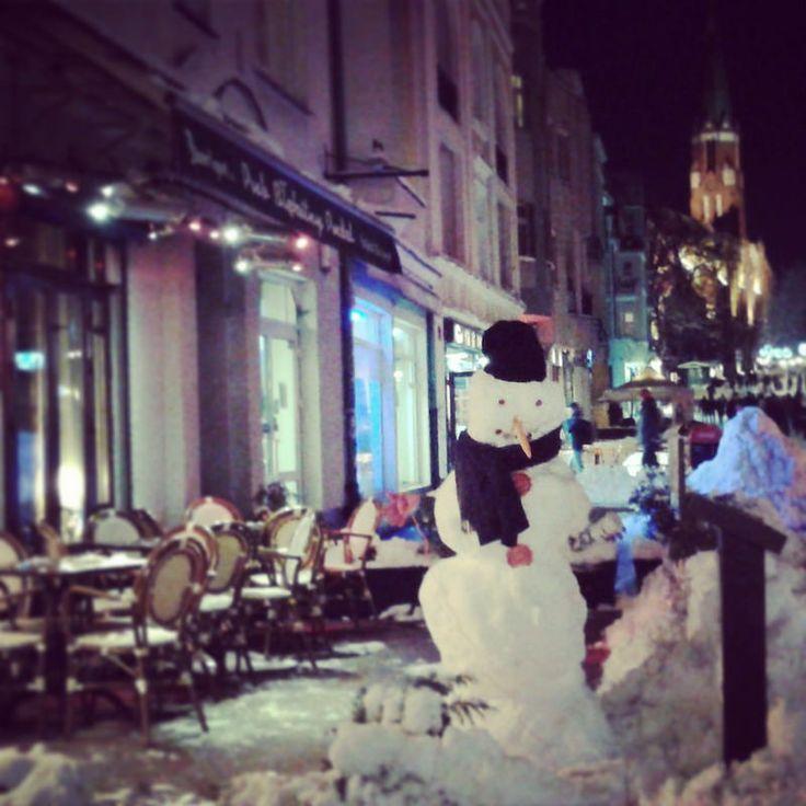 In the chilly, winter evenings, enjoy a hot chocolate or mulled wine in a nearby pub in Monte Cassino Street in Sopot. You will warm up immediately! :) / W chłodne wieczory warto wybrać się na gorącą czekoladę lub grzane wino do pobliskiej knajpy na ulicy Monte Cassino w Sopocie. Od razu zrobi się ciepło! :)
