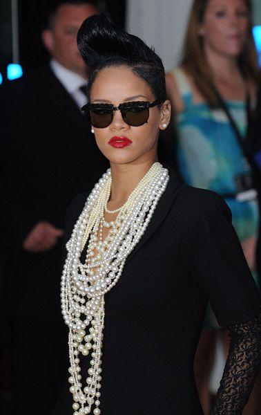 Imagini pentru rihanna wearing pearls