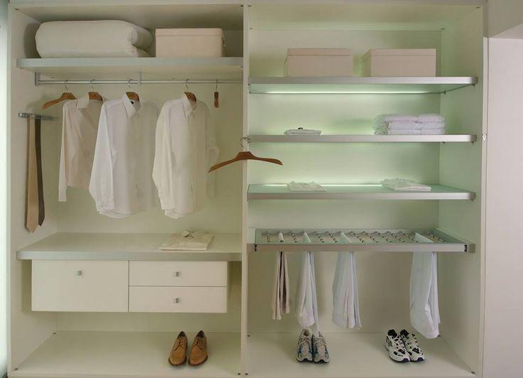 System wyposażenia garderób Elegance firmy GTV spełni wymogi nawet najbardziej wymagającej miłośniczki pięknych strojów. Niezależnie od tego czy kolekcjonuje szykowne sukienki czy woli bardziej sportowy styl – jej ubrania zawsze pozostaną uporządkowane. Wszystko to dzięki bogactwu elementów, pozwalających stworzyć różnorodne rozwiązania. zdjęcie GTV