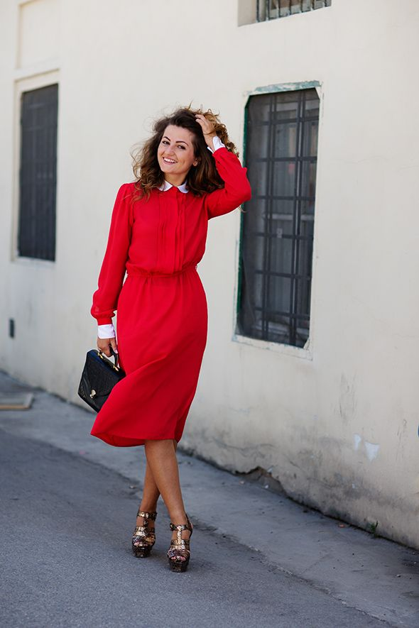 Demure is the new skin: Fashion, Inspiration, Style, Color, Reddress, Dresses, Classic Red, The Sartorialist
