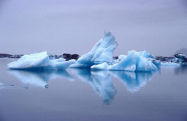 Icebergs in Jökulsarlon by hubertk, via Flickr