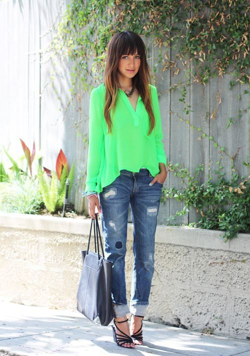 Neon Green Top. Boyfriend Jeans. Casual Outfit. Summer Fashion. Julie Sarinana Style