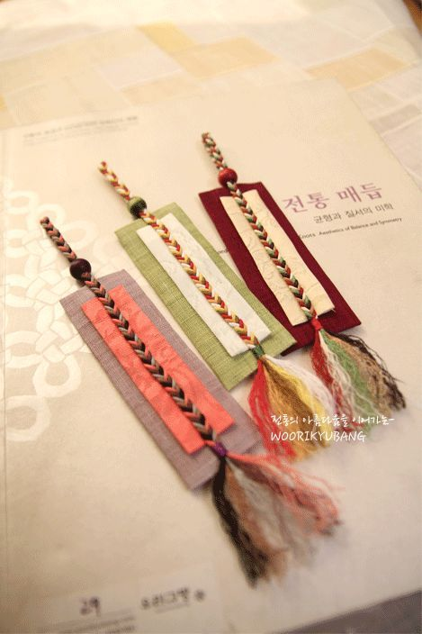 + The unique design of harmonious array of autumnal colors strap bookmarks: Naver blog