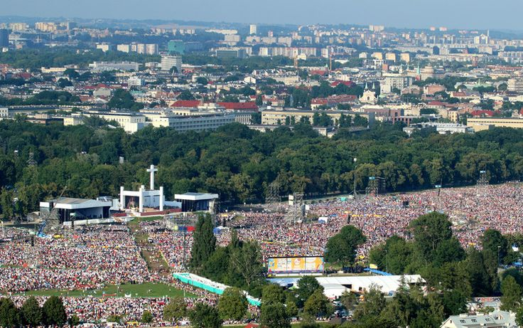 Najlepsze zdjęcia z wizyty papieża Franciszka w Polsce - pielgrzymi na Błoniach