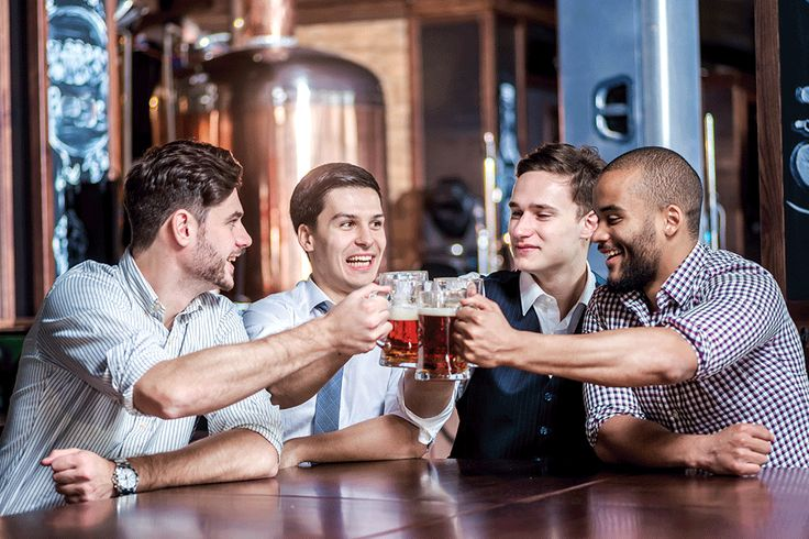 Struggling to decide who to ask to be your best man and wondering should you ask someone just because you were theirs? Here's how to solve the problem... #bestman #groomsmen #weddingplanning