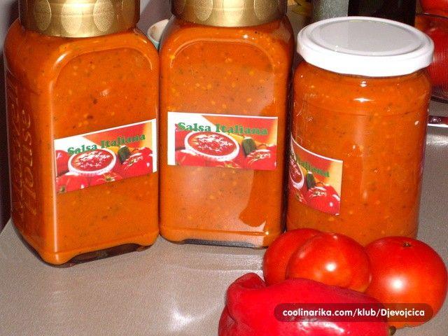 Rajčat je nyní plno v zahradě, tak šup připravit pravou italskou salsu, abyste ji v zimě nemuseli kupovat. Jako základ rajčatové omáčky k masu nebo jako základ na pizzu.