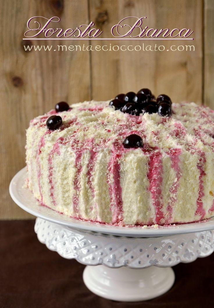 White Forest Cake. Torta di compleanno al cioccolato bianco ed amarene