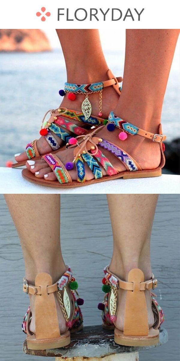 Chaussures à talon bas et boucle